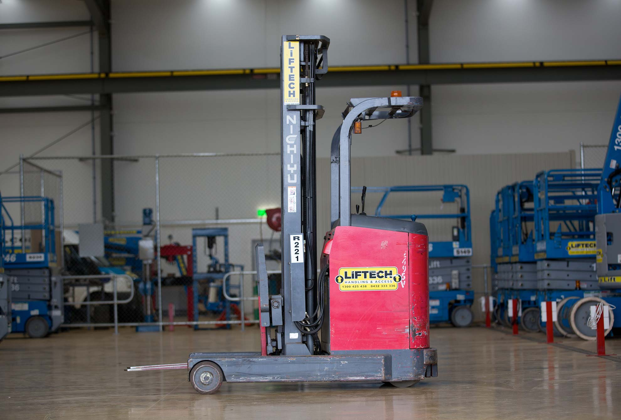 1.2 electric reach forklift