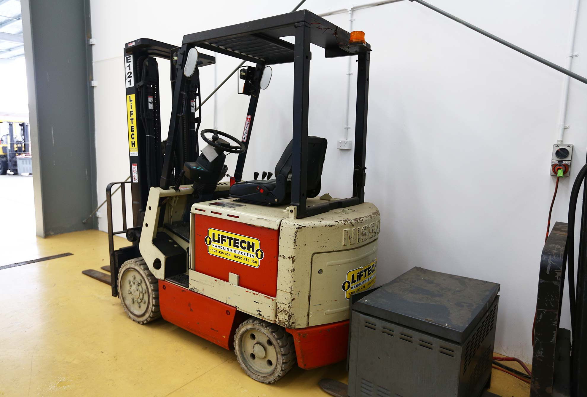 2.5 Counter Balance Electric Forklift