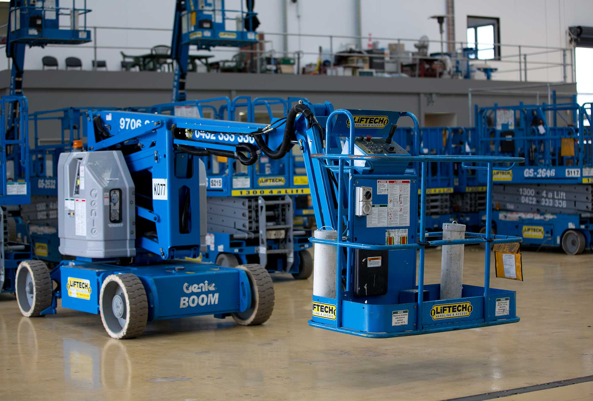 horizontal reach knuckle boom lift