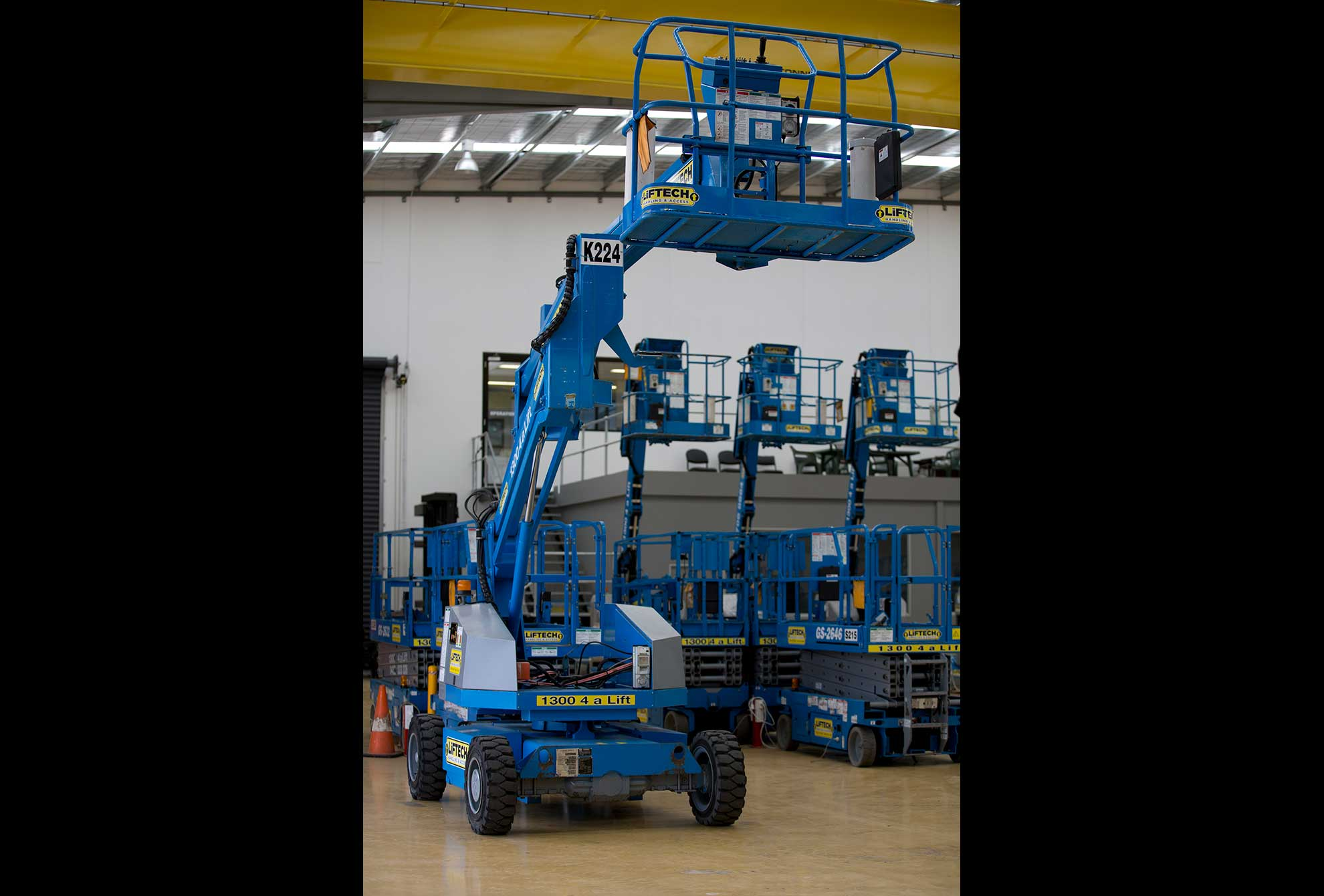 14 metre knuckle boom lift hire