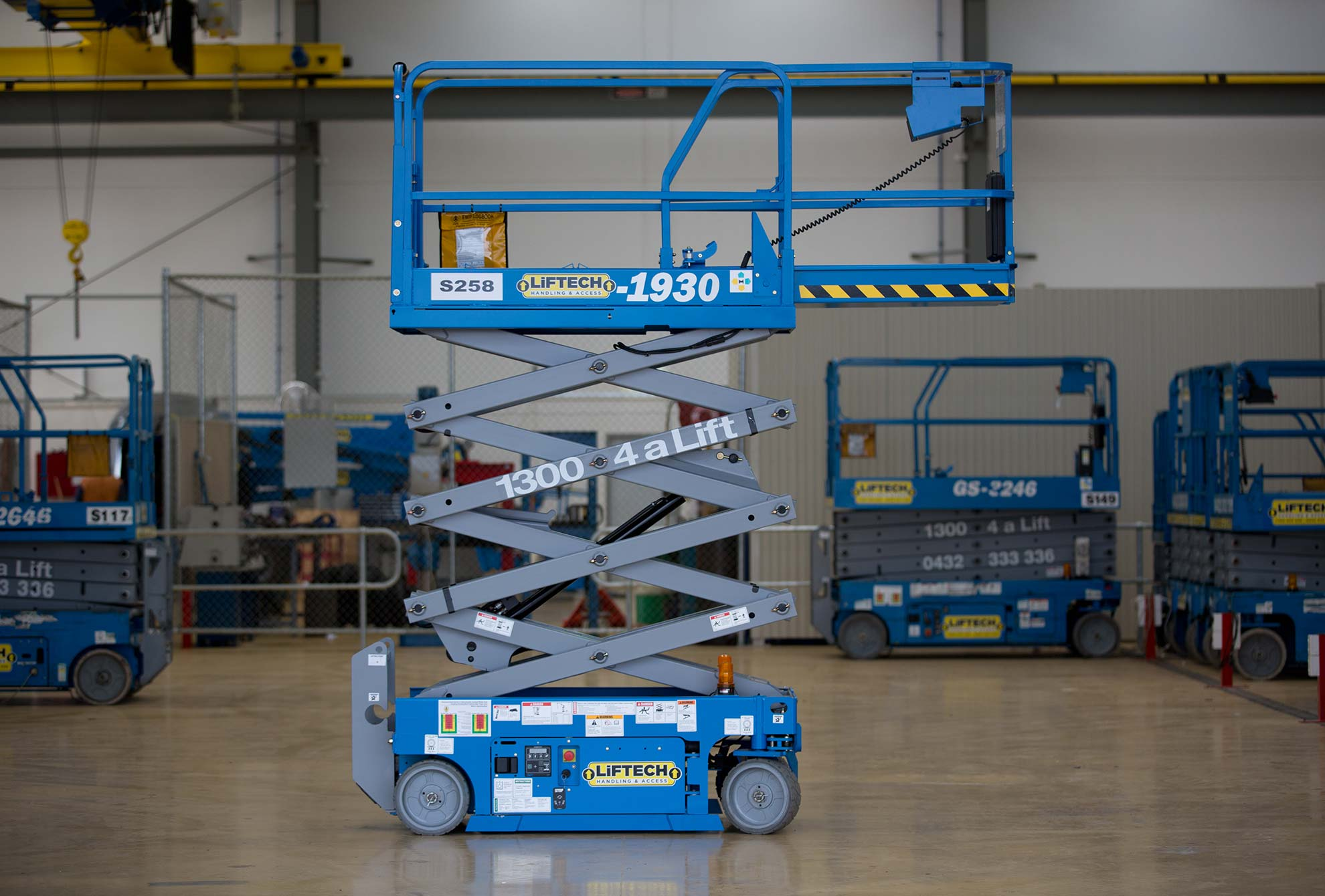 Compact 2 person scissor lift