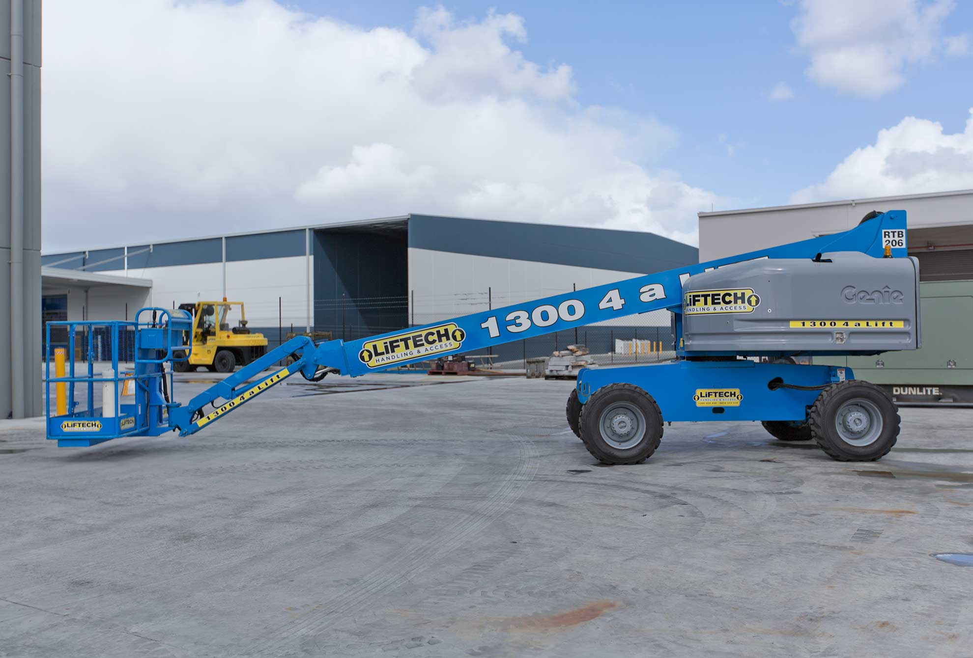14m RT Straight Boom Lift for Rental