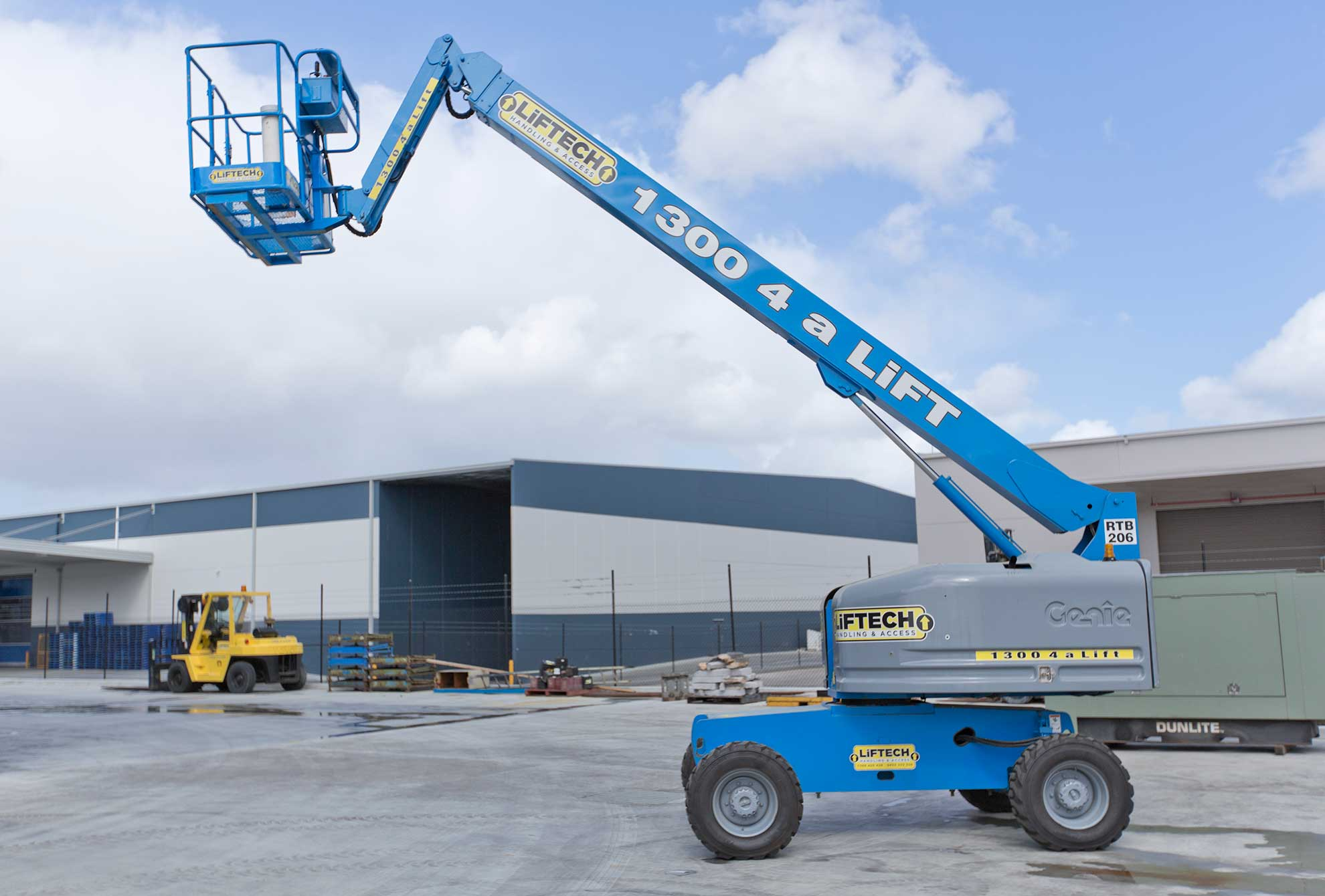 14m RT Straight Boom Lift for Hire