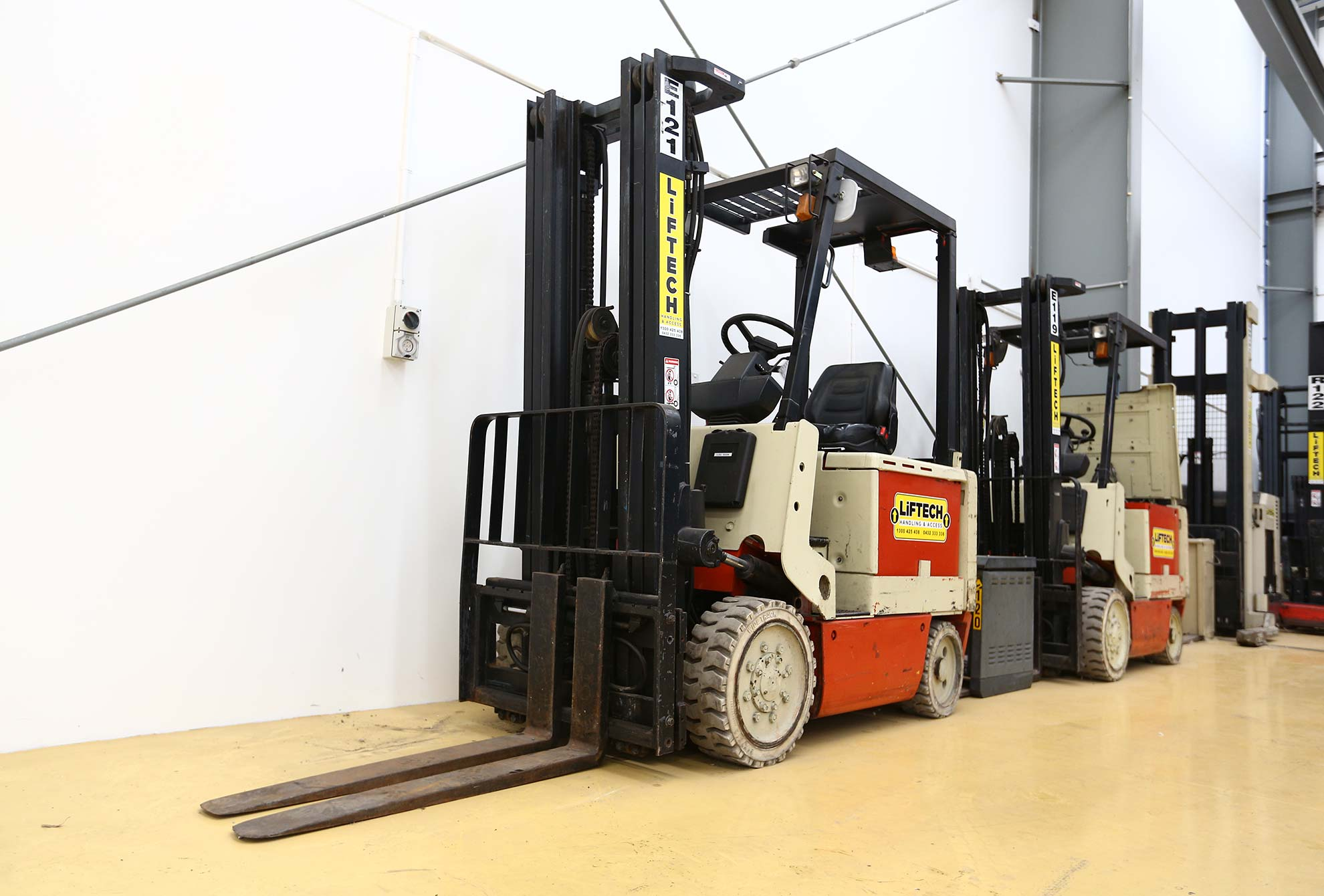 2.5 cb electric forklift hire